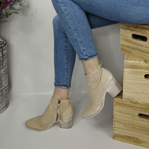 DOLCE VITA Kenyon perforated ankle boot cream